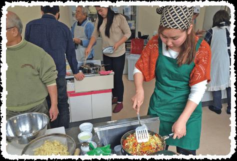 モンゴル式蒸し焼きうどん、ツォイバン(цуйван)を作っています